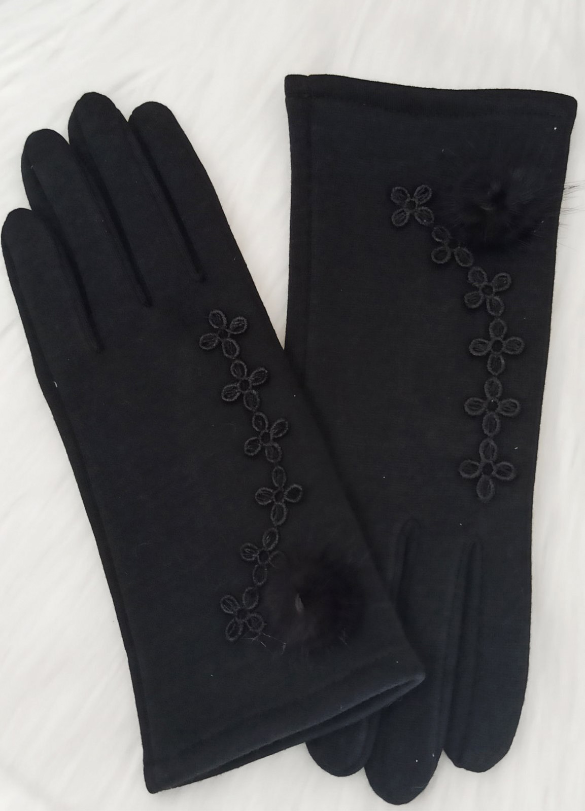 Embroidery and fur gloves Black