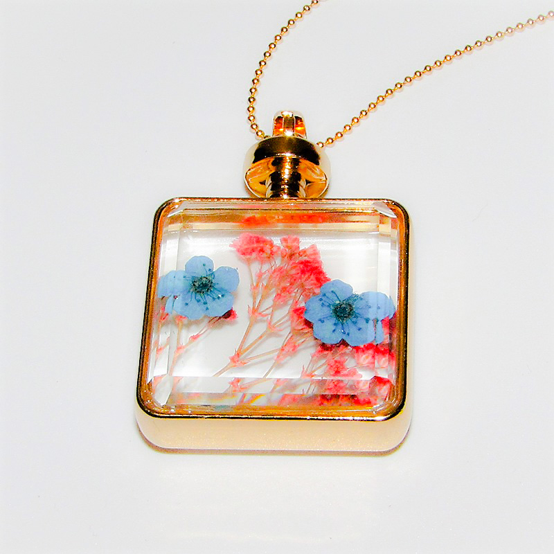 Glass and Flower Necklace Blue