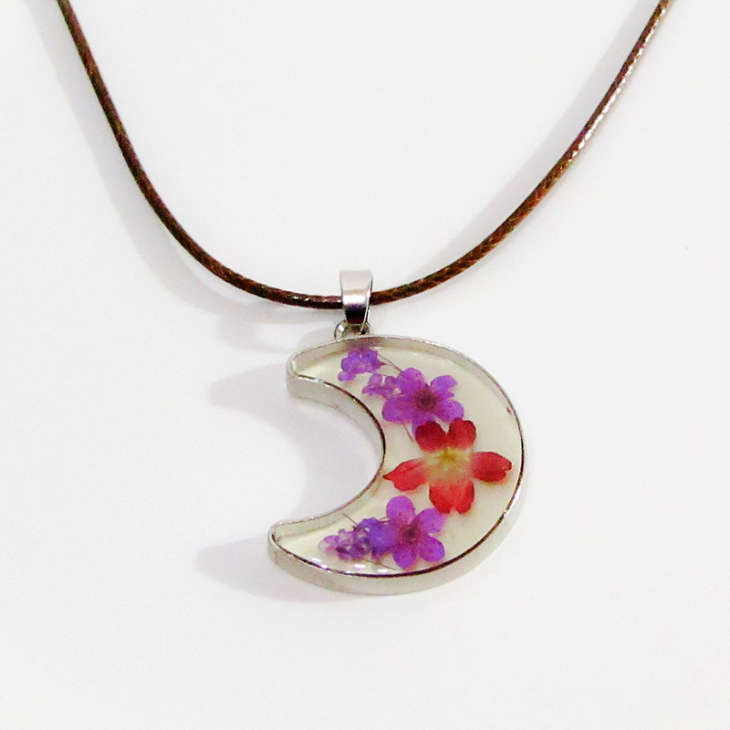 Glass and Flower Necklace Night